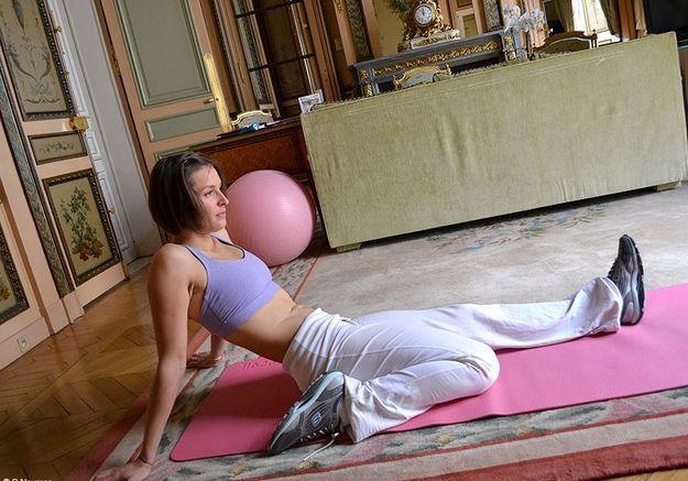 Minceur sport exercices coach julie ferrez affiner jambes etirement 1
