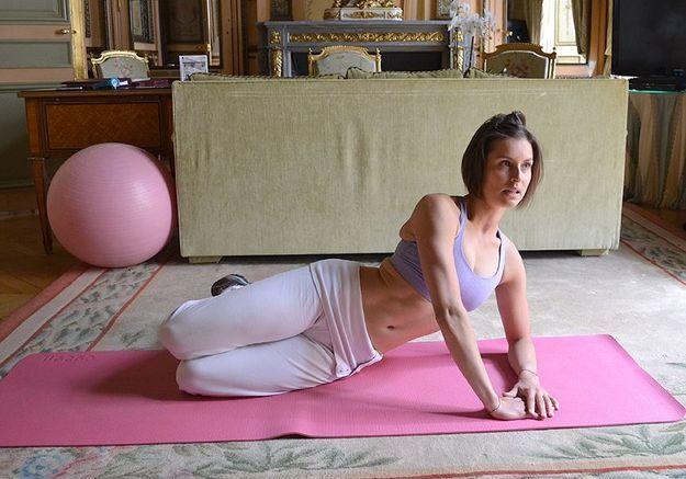 Minceur sport exercices coach julie ferrez culotte cheval elevations laterales 3
