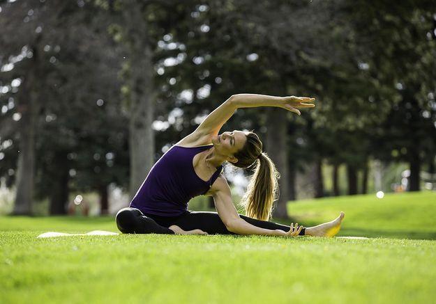 Yoga dans un parc à Versailles