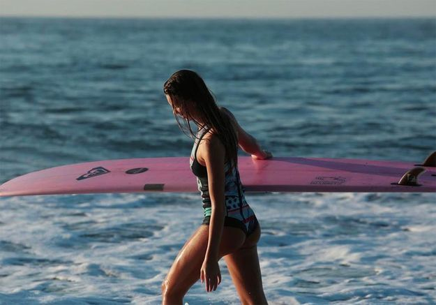 Les conseils pour débuter le surf de la Roxy girl Zoé Grospiron