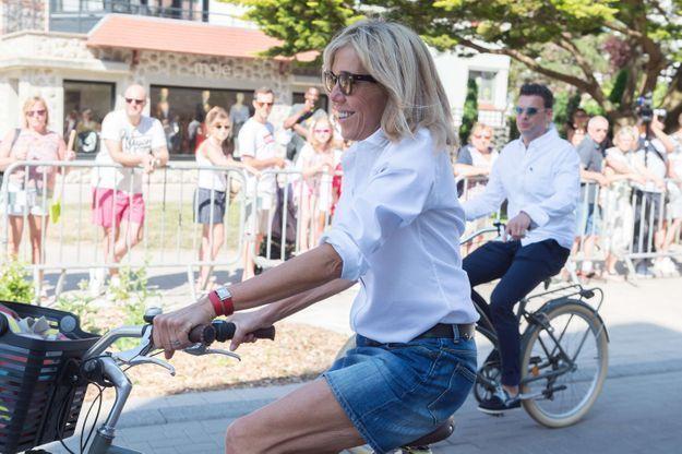 Brigitte Macron sous le soleil du Touquet