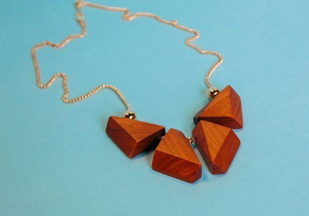 Le collier en bois et laiton plaqué or Salomé Charly