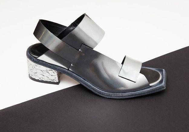 Les sandales en cuir métallisé Wal & Pai