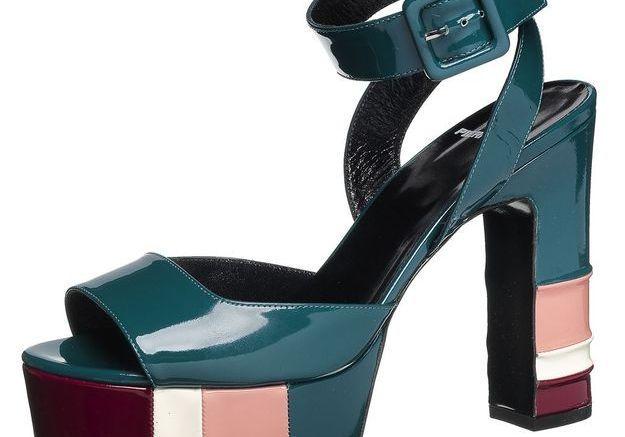 Sandales à plateau à brides