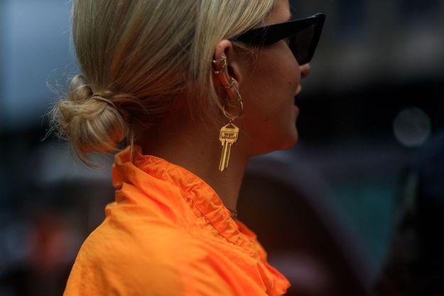 Une statement earring
