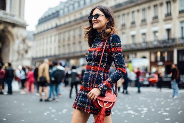Les lunettes matrix avec une robe chic