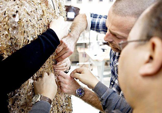 Mode reportage coulisses haute couture defile alexandre vauthier brodeuses lesage