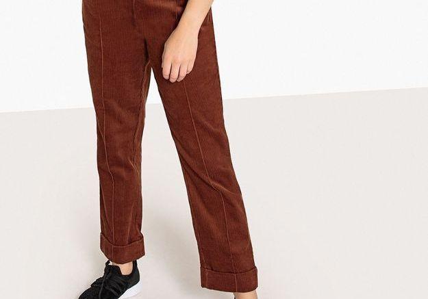 Un pantalon droit en velours