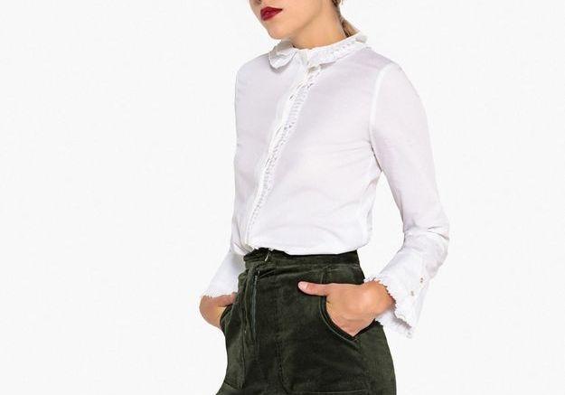 Une chemise col claudine