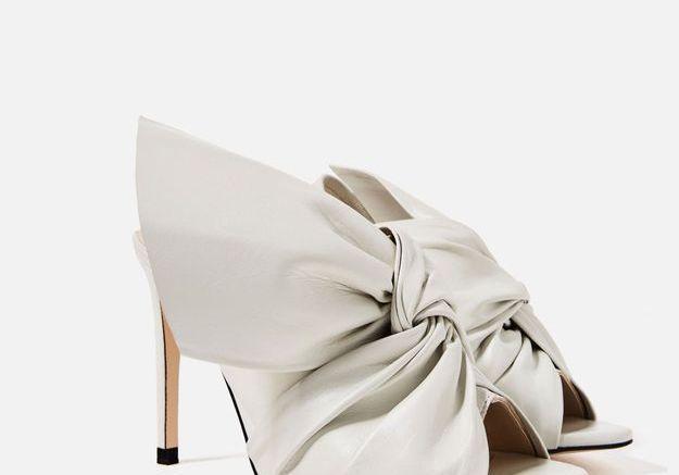 Sandale en cuir avec un noeud Zara