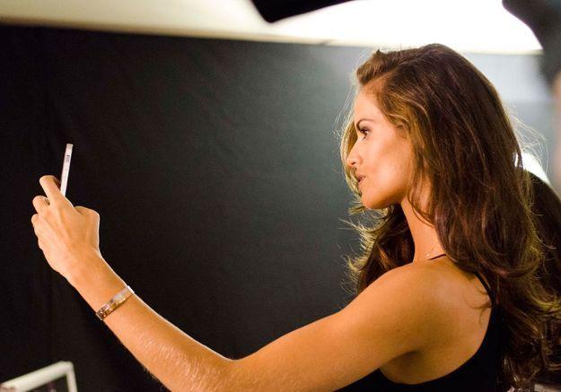 Petite selfie d'Izabel Goulart après le make-up