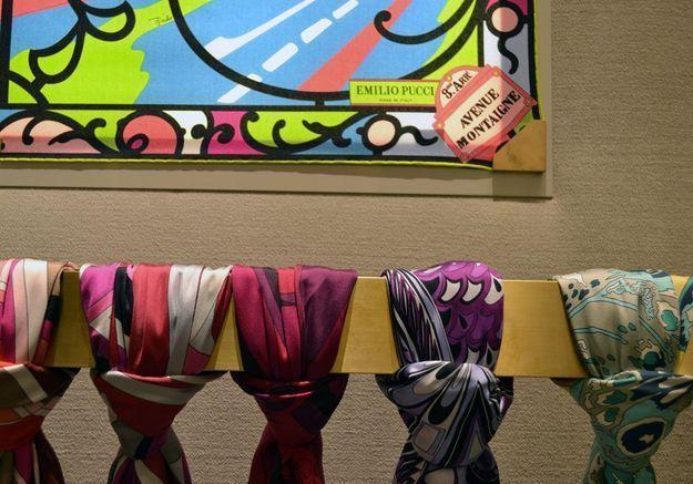 Les foulards dans le nouveau flagship Pucci