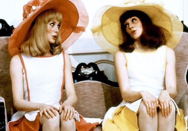 ff970e28f00 La petite robe fluo de « Les Demoiselles de Rochefort » - Les 15 vêtements  cultes des films bien lookés - Elle