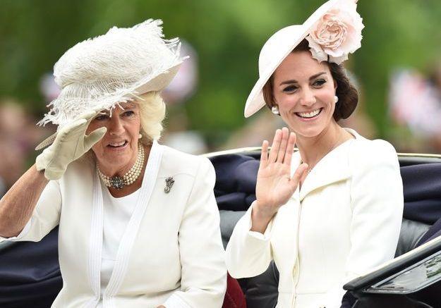 Au côté de Kate Middleton, Camilla Parker-Bowles affiche toujours la même parure