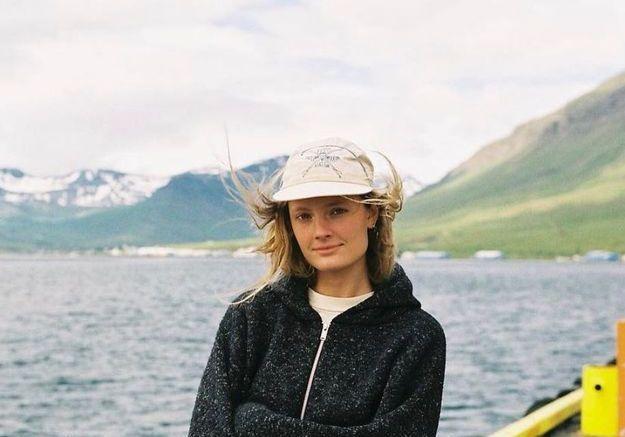 Constance Jablonski en look comfy