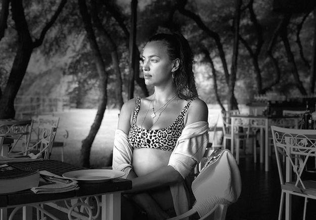 Irina Shayk en maillot léopard