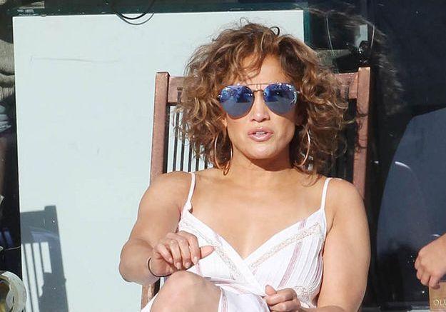 Jennifer Lopez place la barre haute avec son look d'été à tomber