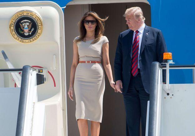 Melania Trump et Donald arrivent à l'aéroport de Londres Stansted