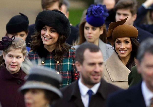 Pourquoi les femmes de la famille royale porte-t-elles toujours des chapeaux ?