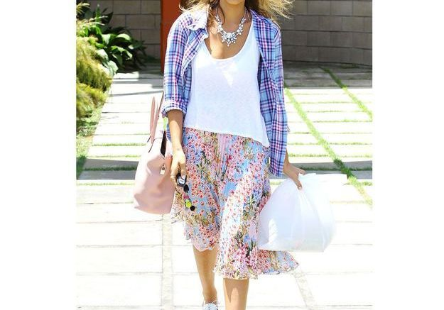 La jupe plissée de Jessica Alba