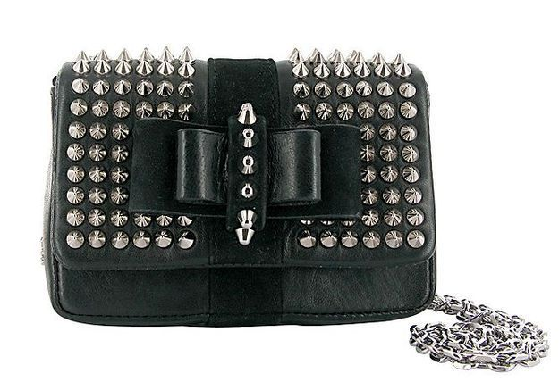 Mode dossier tendance it bad sac luxe rentree Sweety Charity spikes Louboutin