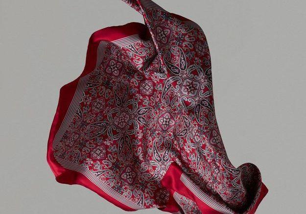 Foulard rouge Massimo Dutti