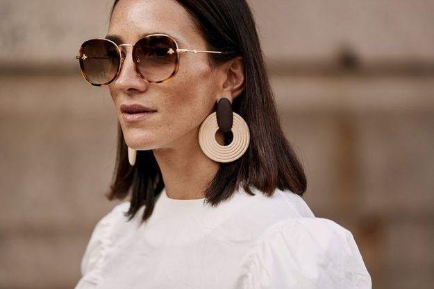 Des statement earrings