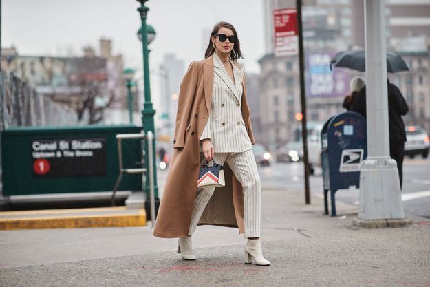 Avec un long manteau