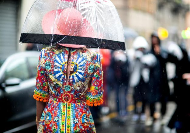 Comment porter ses vêtements d'été quand il pleut ?