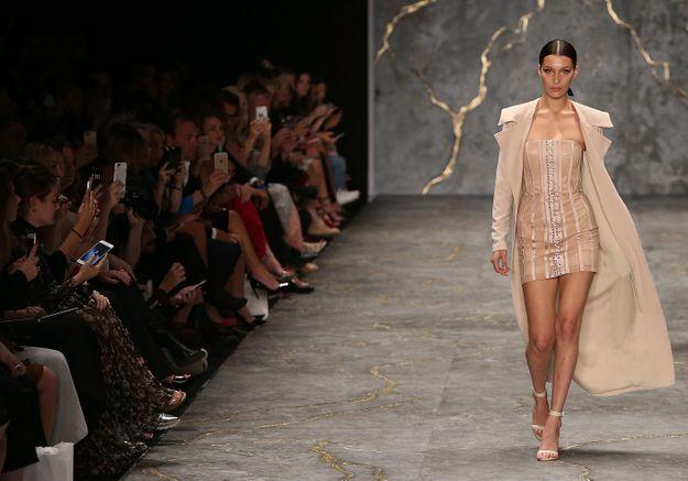 Bella Hadid fait ses débuts à la Fashion Week de Sydney