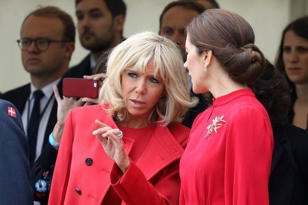 Brigitte Macron : en total look rouge Vuitton, elle fait sensation au Danemark