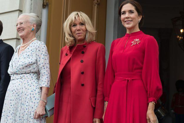 La reine Margrethe II, Brigitte Macron et la princesse Mary sur le perron du palais d'Amalienborg