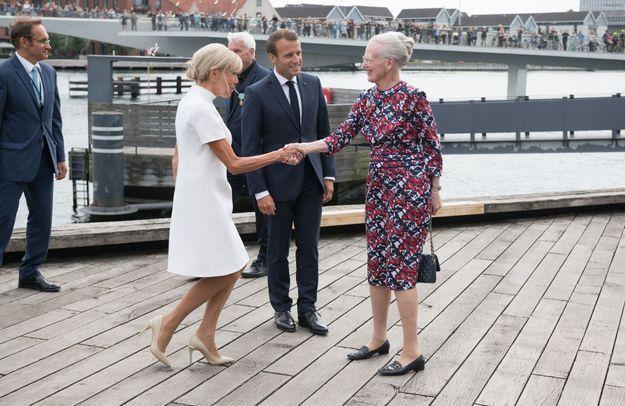 Brigitte Macron fait la révérence à la reine Margreth