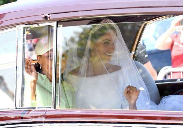 Meghan Markle arrive en voiture avec sa mère le jour de son mariage