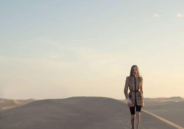 Pour présenter sa collection été 2021, Saint Laurent défile au milieu du désert