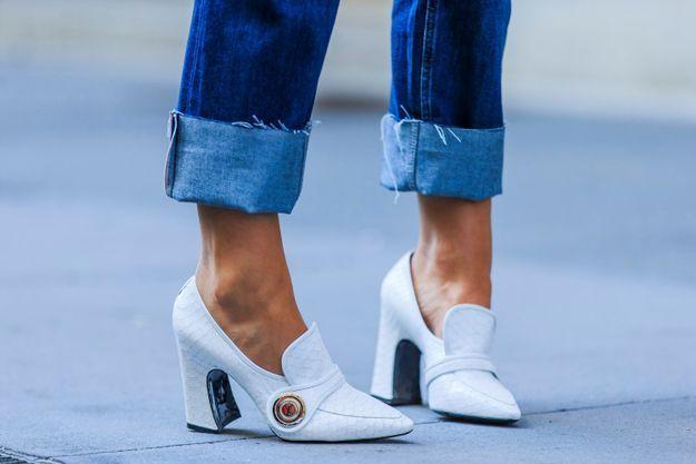 On roulotte son jean pour montrer ses mocassins