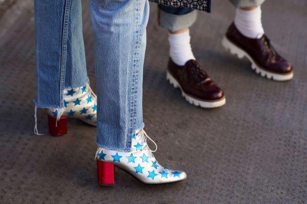 On brille en boots argentées