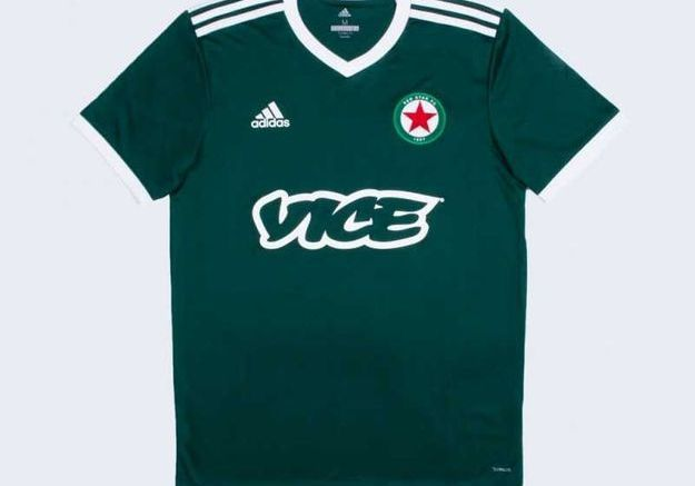 Un maillot Red Star Adidas