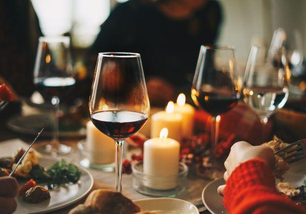On boit quoi pour les fêtes ? 4 applications autour du vin pour faire le bon choix