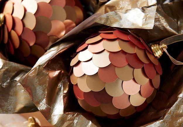 Boule de Noël à écailles