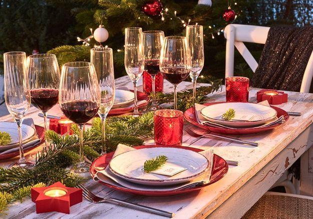 Centre de table de Noël avec des branches de sapin