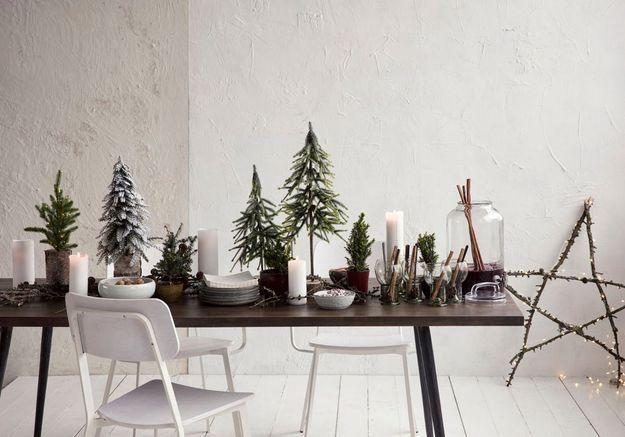 Centre de table de Noël avec une forêt de mini sapins