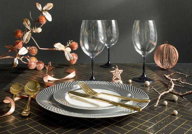 Une décoration de table de Noël féminine