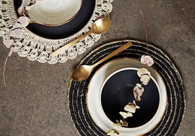 Une décoration de table de Noël qui modernise les sets de table