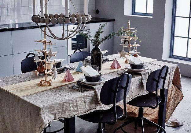 Une décoration de table de Noël qui se joue du bois