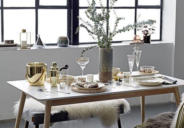 Une décoration de table de Noël qui surfe sur la tendance de l'eucalyptus