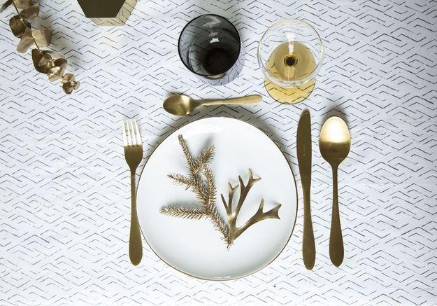 Une décoration de table de Noël toute en élégance