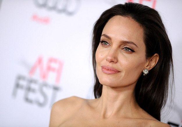 Angelina Jolie moquée à l'adolescence : « Je ne correspondais pas aux standards de l'époque »