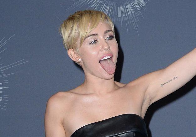 Après la chanson, Miley Cyrus se lance dans la sculpture !