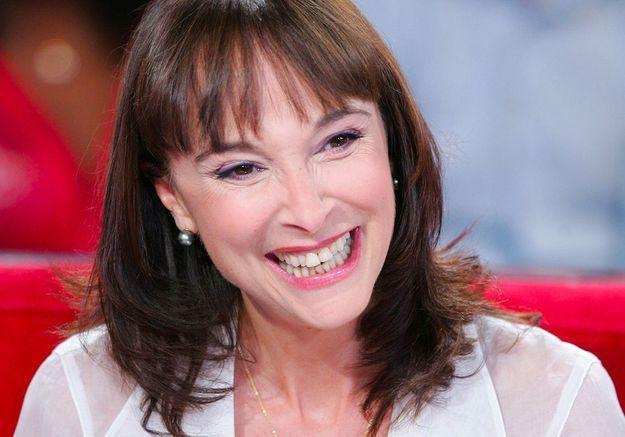 Ariane Carletti décédée, les larmes de sa fille : « Choisissez une photo où elle était souriante »